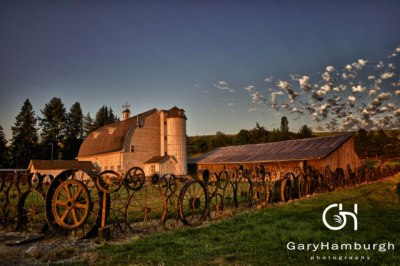 GHP_MG_9137-Mornng-Light-at-the-Dahmen-Barn_WM
